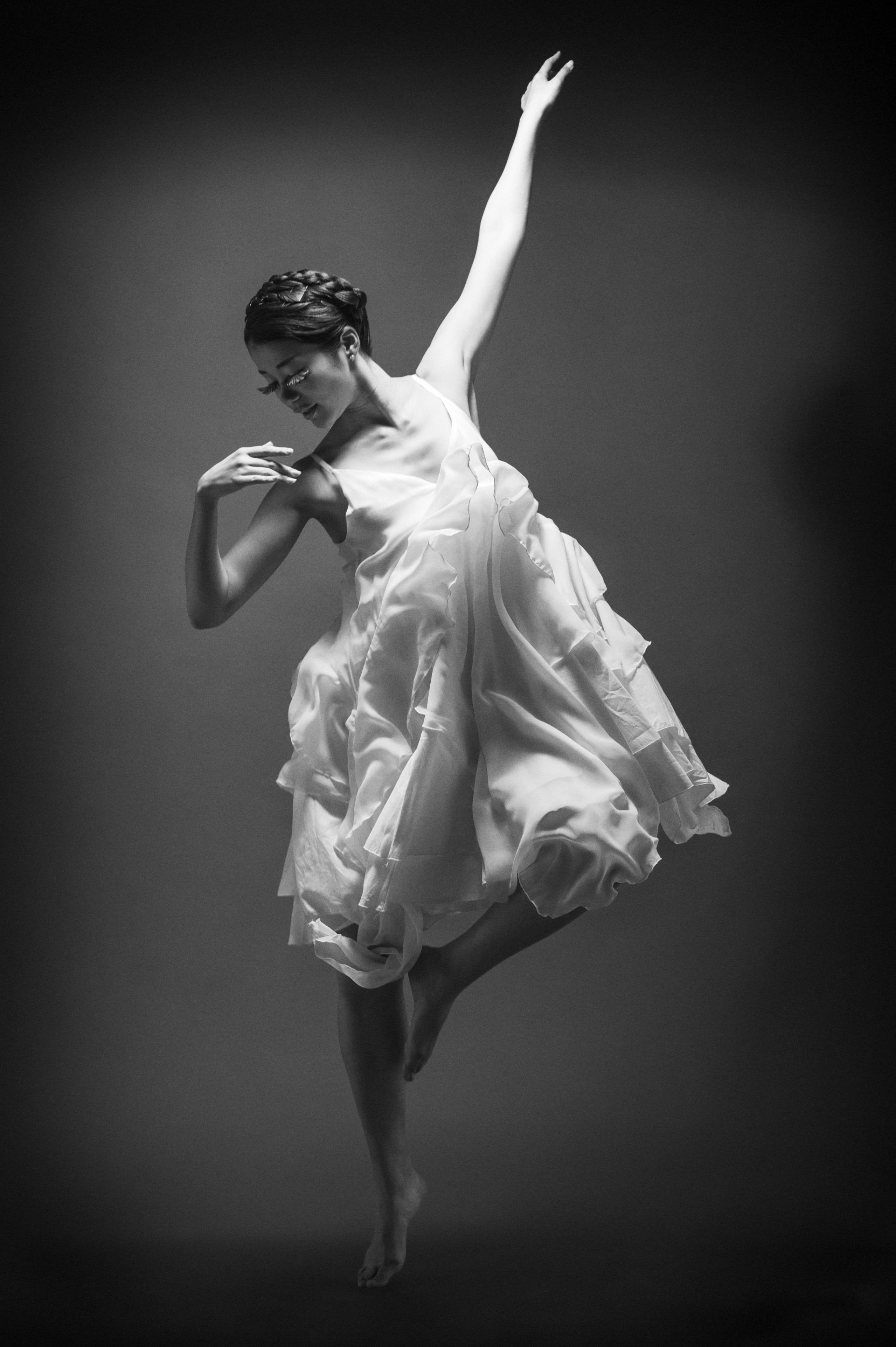 ダンサー白黒