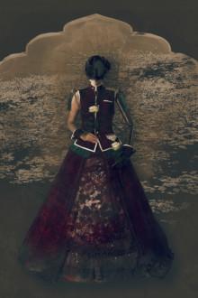 撮影:伊藤雄一 ドレス製作:Utenyan utenyan.com ヘアメイク:逸見千夏 instagram.com/chinatsuhenmi/